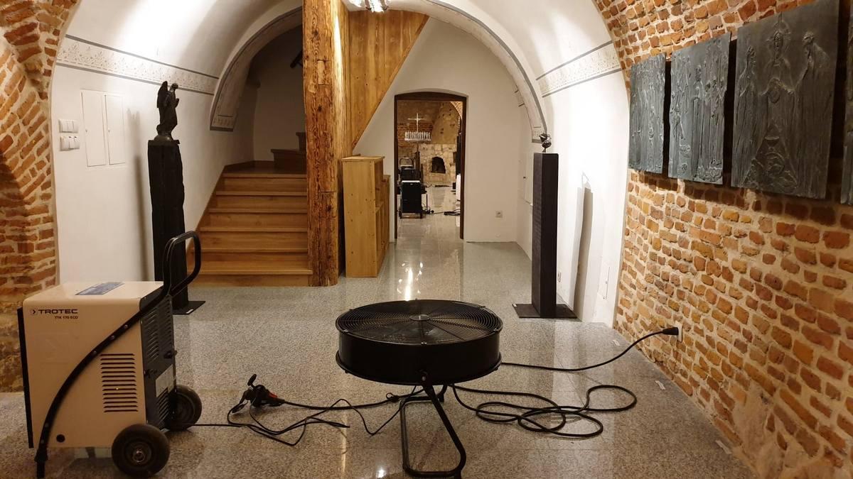 Osuszanie podziemi kościołów z wilgoci Kraków